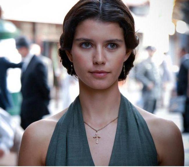 Televizyon dizilerinde Türkiye'nin kadın yıldızı bu yıl Beren Saat  'En beğenilen kadın dizi oyuncusu' sorusuna cevap verenler arasında bu yıl dizilere ara vermiş ve bu nedenle beğeni oranı da 6 puan azalmış olmasına rağmen Beren Saat ilk sırada yer almaya devam ediyor.