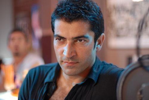 Televizyon dizilerinde Türkiye'nin erkek yıldızı bu yıl Kenan İmirzalıoğlu  Erkek dizi oyuncusu olarak ise bu yıl en beğenilen isim Karadayı'daki rolüyle ve yüzde 15 beğeni oranıyla (11 puan artış) Kenan İmirzalıoğlu, Ezel'de oynadığı yıllarda da yüzde 18 ile en beğenilen erkek dizi oyuncusuydu ama diziye ara verdiği geçtiğimiz yıl beğeni oranı yüzde 4'e düşmüştü.