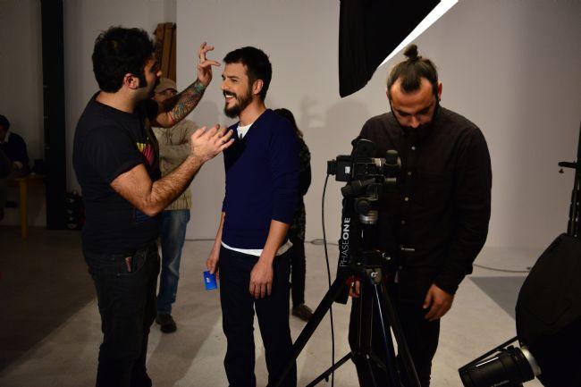 Bu yıl Mehmet Günsür'le işbirliği yapan yenilikçi ve genç sakız markası First, reklam filmi çekimlerini geçtiğimiz günlerde gerçekleştirdi. Büyük bir parti sahnesine sahip hareketli ve eğlenceli reklam filmi, sevilen oyuncu Mehmet Günsür'ün kamera arkası fotoğraflarıyla dikkat çekiyor.  Mahmure.com Editörü:Duygu ÇELİKKOL
