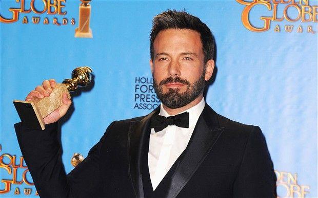 """Oscar'ın habercisi sayılan 70'inci Altın Küre ödülleri, Beverly Hills'de düzenlenen görkemli törenle sahiplerini buldu...  Ben Affleck """"Argo"""" filmi ile En İyi Film ve En İyi Yönetmen ödüllerini kazandı.  Mahmure.com Editörü: Duygu ÇELİKKOL"""