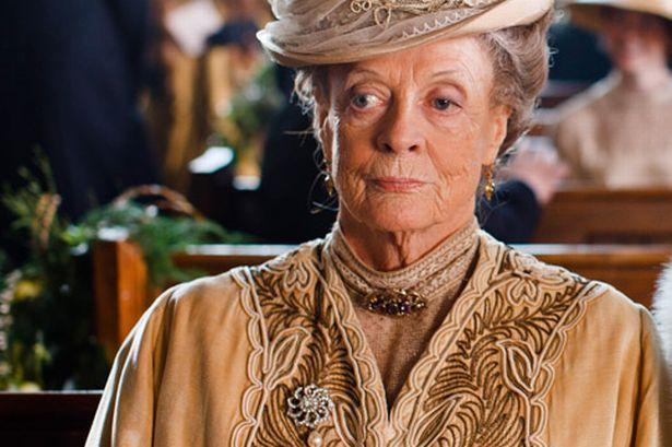 """En İyi Yardımcı Kadın Oyuncu Mini Dizi dalında """"Downton Abbey"""" dizisi ile Maggie Smith 'in oldu."""