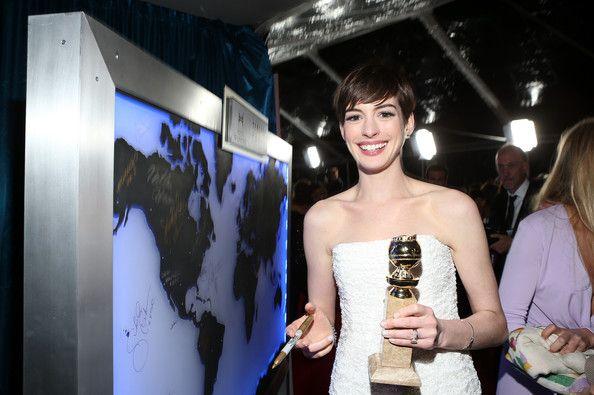 """Ünlü Fransız yazar Victor Hugo'nun efsanevi """"Sefiller"""" romanından uyarlanan """"Les Miserables"""" müzikalindeki performansı Anne Hathaway'e En İyi Yardımcı Kadın Oyuncu getirdi."""