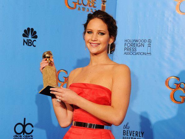 """Komedi-Müzikal dalında En iyi kadın oyuncu; """"Silver Linings Playbook"""" ile Jennifer Lawrence 'ın oldu."""
