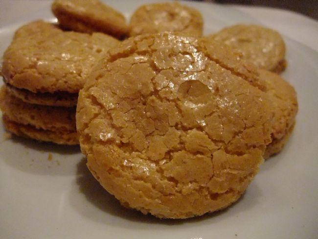 100 gr Acıbadem kurabiyesi: 420 kalori