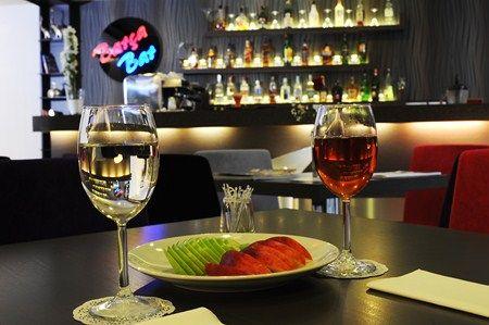 Mim hotel  2012 yılında aşkınız sizden çok şey bekliyor… Gaudi Restaurant'ta aşkınıza ayrıcalıklı ve romantik bir gece yaşatmaya ne dersiniz? Gece boyunca devam edecek olan enstrümantal canlı müzik eşliğinde, bu gece için özel hazırlanmış mönü sizlere özenle servis edilecek ve aşkınız ile birlikte bu ayrıcalığı hissedeceksiniz.  Adres: Teşvikiye Mh.  Fulya Sk No:20, 34363 Istanbul  Telefon:(0212) 231 2807