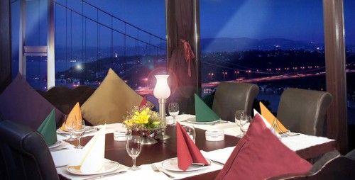 Doğatepe Restoran  Rumelihisar Üstü'nde, Duatepe Parkı'nın içinde bulunuyor. Boğaz'a hayli yüksekten, Fatih Sultan Mehmet Köprüsü'nün hizasından bakıyor. Rumelihisarı, Hidiv Kasrı ve Anadoluhisarı'na kadar uzanan bir manzarası var. İlk tanışma yemekleri, evlenme teklifleri, evlilik yıldönümleri, nişan, düğün organizasyonlarına hayli alışık bir mekan.  Adres: Nispetiye Caddesi Duatepe Parkı no:4-6 Rumeli Hisarüstü Sarıyer - İstanbul  Telefon:0212 257 43 91