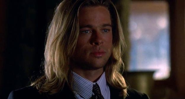 Pırıl pırıl saçları ile fazla yakışıklı Brad Pitt. Evet emin olun bu da bir beyaz perde kandırmacası.