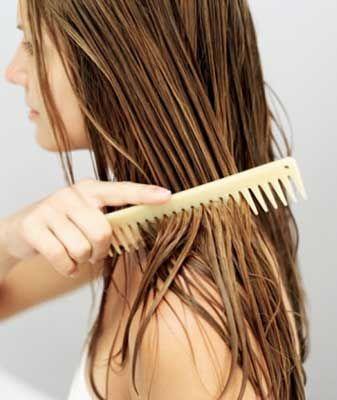 33- Kısaltmak ya da uzatmak?  Kesin karar veremeyenlerin, zamanla saçları uzadığında bile, şekli bozulmayacak bir modele ihtiyaçları vardır. En ideali, ince perçemlerle ensede daha uzun, yanlarda daha kısa dökülen kat kat bir modeldir. Bu model çene hizasında da güzel durur. Kısa kesimler ince saçlar için idealdir.   34- Elbise ve bluz dekolteleri saçınızla uyumlu olmalıdır  Çeneye kadar gelen saçlarda yuvarlak ve çok açık olmayan dekolteler idealdir. Kıvırcık saçları V şeklinde derin dekolte veya ince askılı bluzlarla daha kadınsı hale getirebilirsiniz. Kısa saçlarla hemen her şeyi giyebilirsiniz. İster derin dekolte olsun, ister balıkçı yaka kazak.