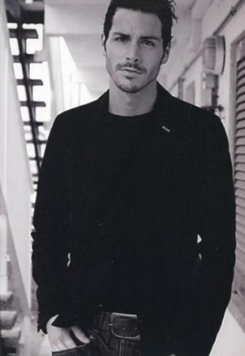 Altuğ da projeyi kabul etmeyince Süreç Film, İspanyol model Carlos Martin ile anlaştı.