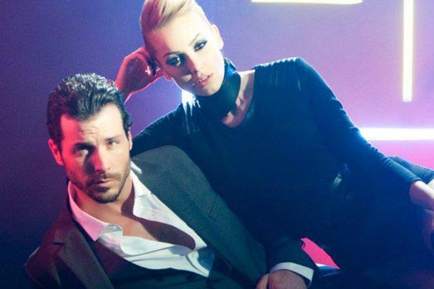 Söz ve müziği Gülşen'e ait olan, Ozan Çolakoğlu'nun aranje ettiği şarkının klip çekimlerinde Petek Dinçöz'e...