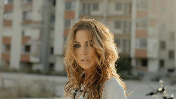 Türkiye'de Biskolata erkeği olarak ünlenen İtalyan model Carlos Martin eşlik etti...
