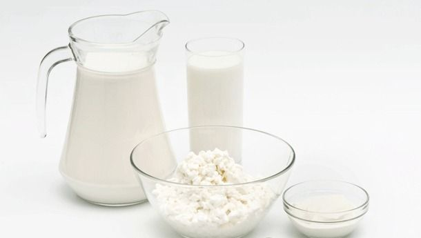 Süt ve süt ürünleri  Yağlı yoğurt: 100 gr'da 90-100 kalori vardır.  Yağlı süt: 100 gr'da 66-70 kalori bulunur.  Meyveli yoğurt: 100 gr'da 120-150 kalori bulunur.