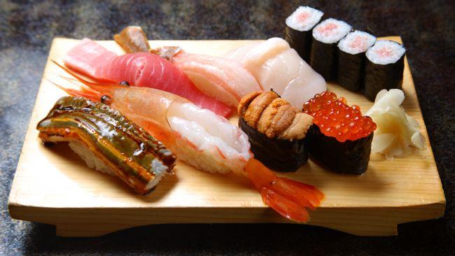 Deniz ürünleri  Siyah Havyar: 1 yemek kaşığında 72 kalori bulunur.  Midye Eti: 1 adet 9 kaloridir.  İstiridye ( orta boy): 1 adet 6 kaloridir.