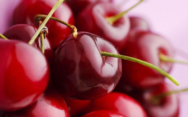 Kiraz: 100 gr'da 40 kalori bulunur.  Hurma: 1 adet 15 kaloridir.  İncir taze: 100 gr'da 41 kalori bulunur.