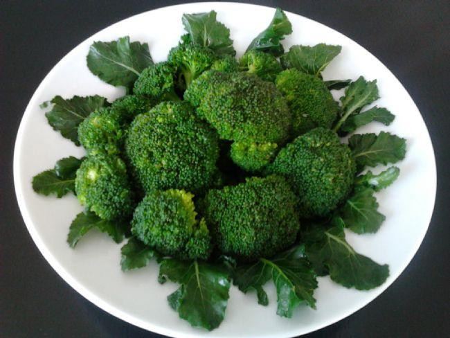 Brokoli: 100 gr'da 35 kalori bulunur.  Brüksel lahanası: 100 gr'da 35 kalori bulunur.  Kabak: 100 gr'da 25 kalori bulunur.  Havuç: 100 gr'da 35 kalori bulunur.