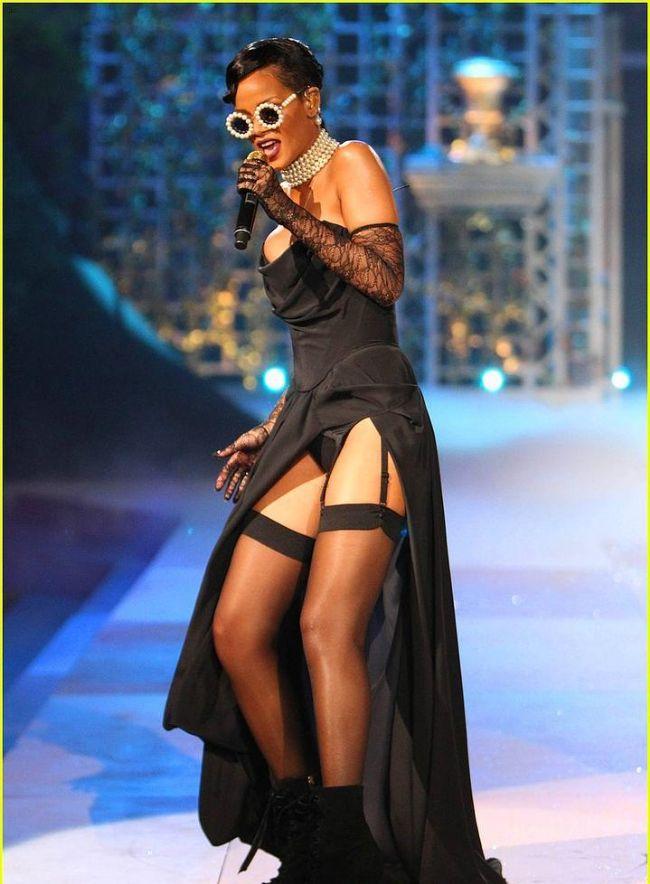 Rihanna'nın Victoria's Secret Defilesini unutmadık - 11