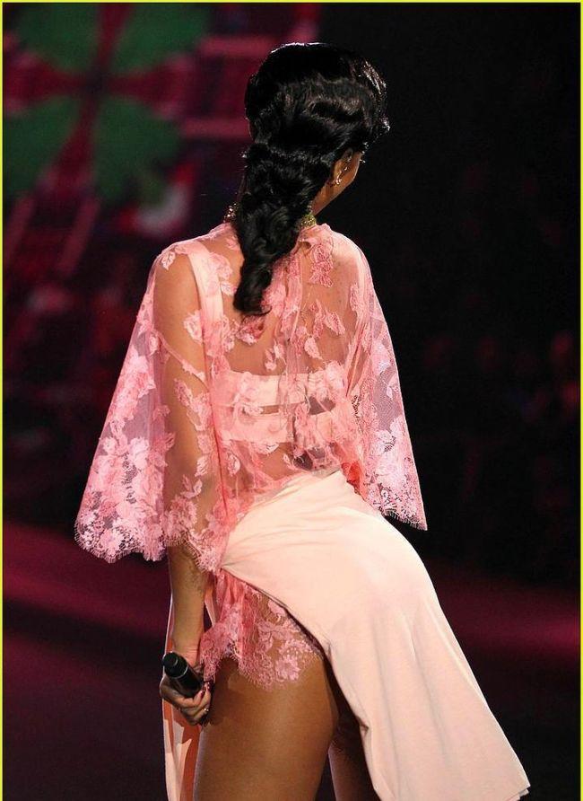 Rihanna'nın Victoria's Secret Defilesini unutmadık - 16