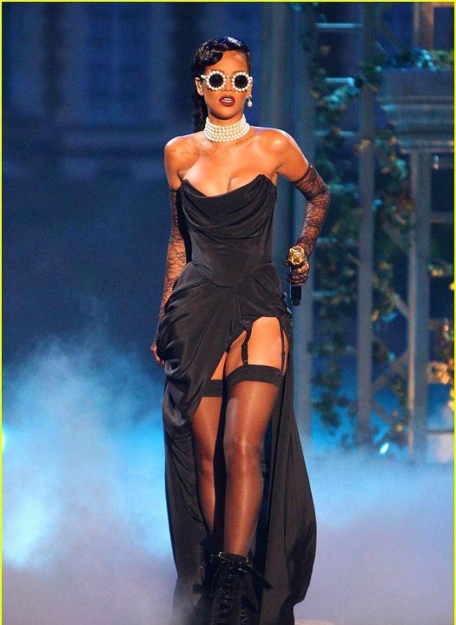 Rihanna'nın Victoria's Secret Defilesini unutmadık - 2