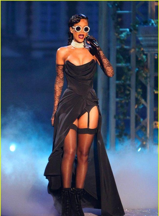 Rihanna'nın Victoria's Secret Defilesini unutmadık - 7