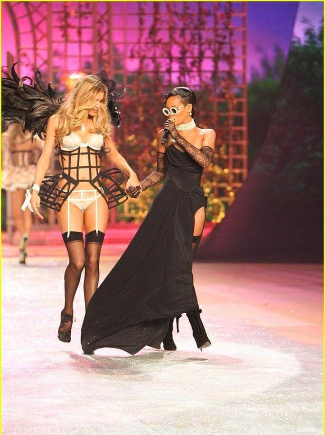 Rihanna'nın Victoria's Secret Defilesini unutmadık - 12