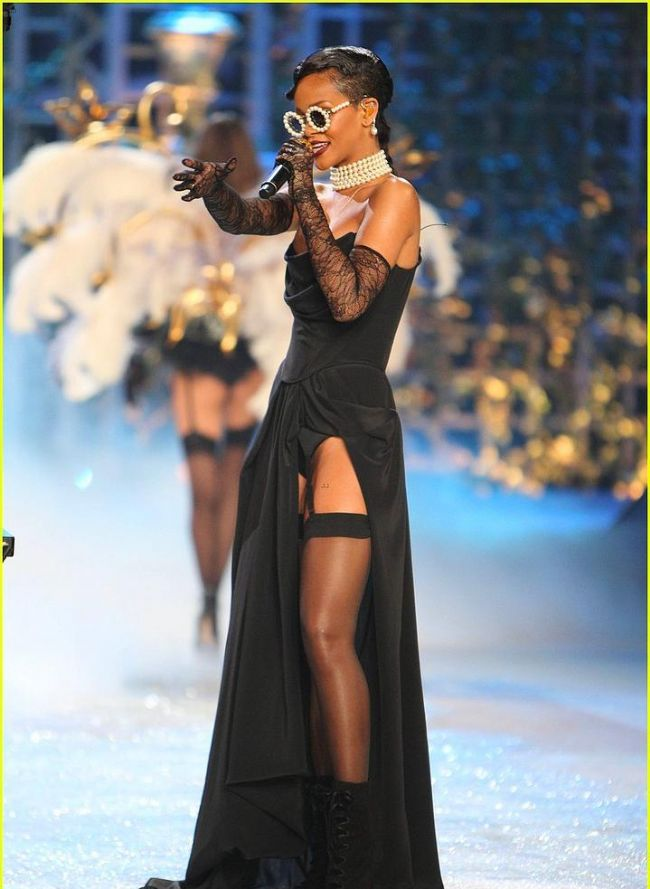 Rihanna'nın Victoria's Secret Defilesini unutmadık - 10