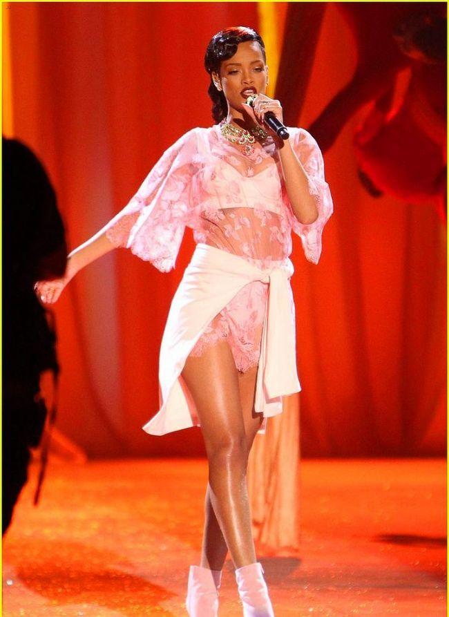 Rihanna'nın Victoria's Secret Defilesini unutmadık - 15