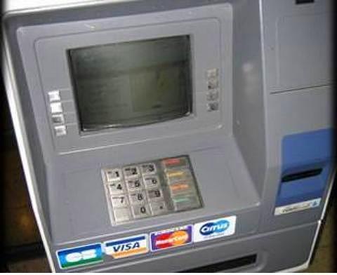 Para çekmek amacıyla girilen bankamatik gişesinde elektrik çarpması sonucu ölüm. (Bir bankanın Bozcaada Şubesi'nde)