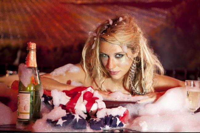 Kesha Rose Sebert - 4