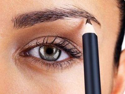 1- Kaşlarınızın daha kalın, belirgin görünmesini istiyorsanız, göz kaleminizi kaş kalemi olarak kullanabilirsiniz.