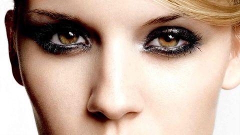 7- Gözleriniz büyükse, iç kısımlarına kalem çekerek onları daha ufak gösterebilirsiniz.