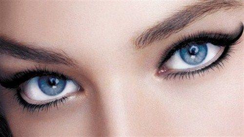 9- Gözlerinizin çekik görünmesini istiyorsanız, göz pınarından başlayıp gözün bitiş çizgisine kadar kalem çekmelisiniz.