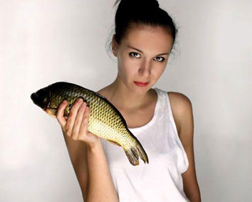 Boğa (21 Nisan - 21 Mayıs): Yemek için yaşayanlardansınız. Fakat unutmayın ileride bu kilolar başınıza bela olur. Karbonhidratlardan kaçının. Aksi takdirde tombul bir kişi olursunuz. Sindirim güçlüğü çekebilirsiniz. Düşük nişasta, yağ ve şeker içeren bir diyet, beslenme hayatınızın gerekli bir parçası olmalıdır. Doğal iyot içeren besinler, balık ve deniz mahsulleri, yumurta, karaciğer, böbrek, buğday, ıspanak, pancar, taze meyve ve yeşil salata besin listenizde daima yer almalıdır. Ayrıca su içmek de hayatınızın vazgeçilmez bir parçası olmalı.