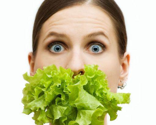 Akrep (23 Ekim - 22 Kasım): Burcunuz üretim organlarını temsil eder. Solunum yolları problemleri yaşayabilirsiniz. Tahıllardan yapılmış ekmekler, balık ve deniz ürünleri, yeşil salata, soğan, kırmızı turp, taze meyve ve sebzeler içeren bir diyet tam size göredir. Doğru beslenme gerginliğinizi alıp götürür.