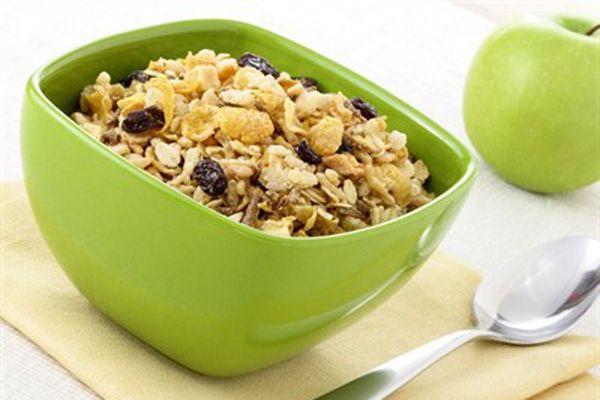 15. Günü canlı geçirmek için kendinize yulaf ezmesi hazırlayıp içine kuru meyveler katın. Bu, karbonhidrat ihtiyacınızı karşılayacaktır.