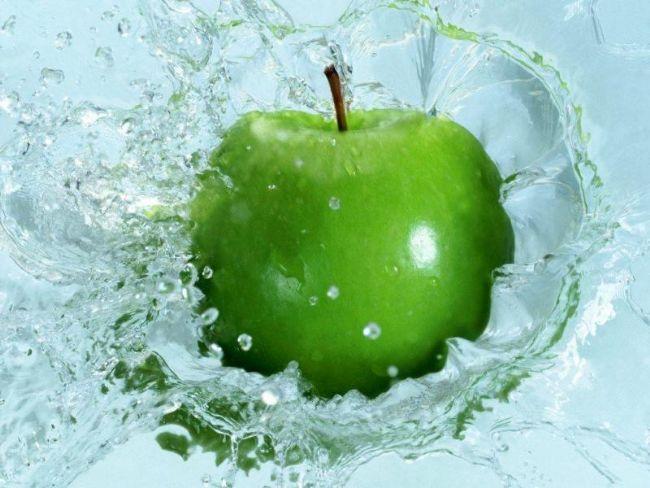 Yalnızca su ve vitaminle yaşanılır mı?  Hayır. Vitamin ve minareller kadar enerji üretmek ve hücrelerin kendilerini yenileyebilmesi için karbonhidrat, yağ ve proteine de gereksinim duyarız.