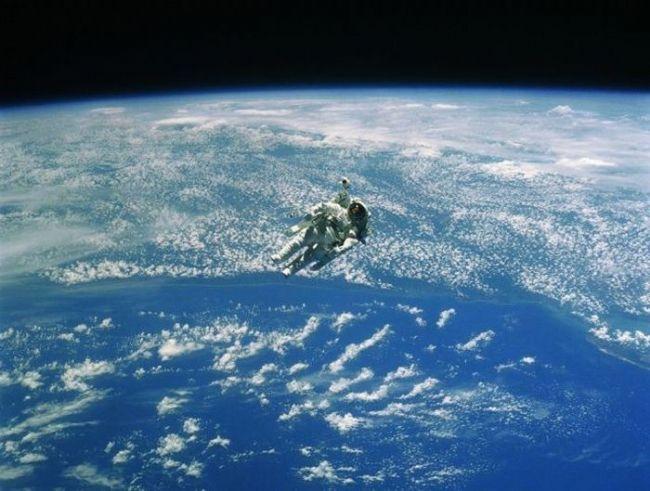 Uzay nerede başlıyor?  NASA, dünyadan 80 km uzaklaşabilen insanlara astronot unvanını veriyor ancak diğer uzay araştırma merkezleri son yıllarda bu mesafeyi 100 km'ye yükseltti.