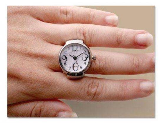 Saat artık sadece bilekte değil yüzük şeklinde de kullanılıyor.