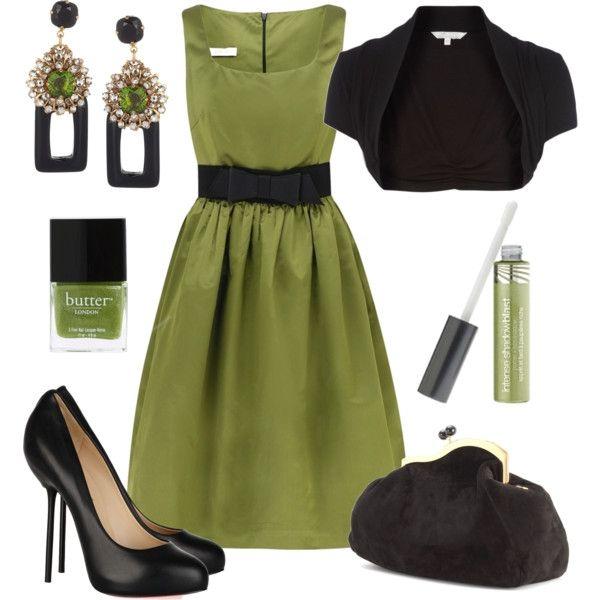 Siyah kemer detaylı asker yeşili elbiseyi siyah bolero ve siyah ayakkabıyla tamamlayabilirsiniz.