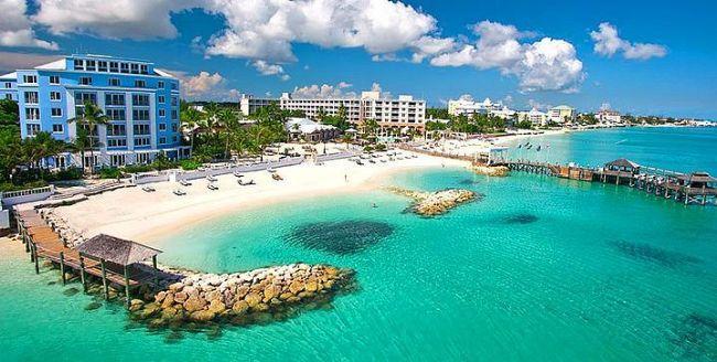 4- Sandals Royal Bahamian Spa Resort & Offshore Island, Nassau, Bahamalar  Sandals Royal Bahamian Spa Resort & Offshore Island oteli, Bahamalar'da yer alan lüks bir oteldir. Italyan restoranından, Fransız mutfağına kadar geniş bir restoran çeşidi olan 5 yıldızlı otel, beyaz kumdan oluşan harika bir plajın yanında yer almaktadır.  Balayı için gelen yeni çiftlere özel olarak verilen şampanya, gül yaprakları ile düzenlenmiş oda ve odaya kahvaltı servisi vardır. Genç çiftlerin yoğunluklu olarak geldiği adada çiftler, beyaz kumsalın tadını çıkartabilir, şnorkel ile dalış yapabilir ve Karayipler'in müthiş atmosferinin tadını çıkartabilirler.