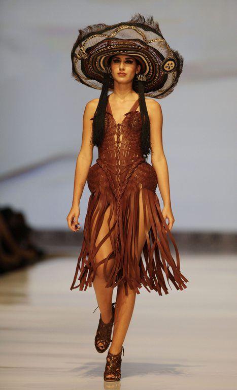Kızılderili temalı şapka, ayakkabı ve elbise tasarımı.