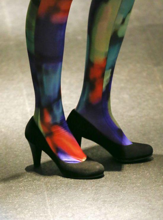 Renkleriyle bir farklılık yaratan bir çorap.