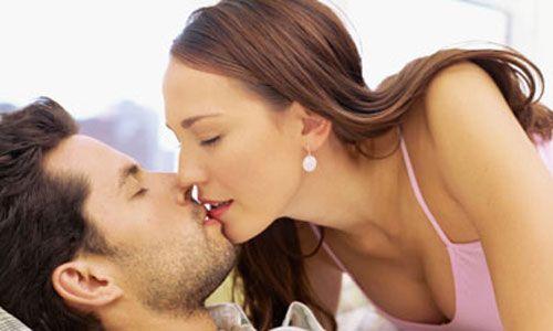 Balık   Geçmişiniz   Çok karmaşıksınız. İçmek ve seks sizin için birden fazla kez neden-sonuç ilişkisi oluşturmuştur. Aşk hikayelerinizde sarhoş olduğunuz için beraber olduğunuz erkekler çoktur ama bunu itiraf etmeyi sevmezsiniz.   Yatak odası sırlarınız   Rol yapmayı ve çeşitli fantezileri yaşama geçirmeyi seviyorsunuz. Erkeğinizden de aynısını bekliyorsunuz. Sıklıkla gözlerinizi kapatarak ünlü bir oyuncuyu, futbolcuyu, eski erkek arkadaşınızı düşünerek orgazma ulaştığınız oluyor.   Yaramaz yanlarınız   Ne yazık ki sarhoşlara, kayıp ve çılgın tiplere düşkünsünüz. Onların yaşamlarındaki hayal veya gerçek problem ve karmaşalar sizi çekiyor.