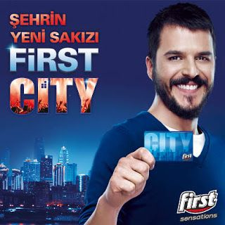 Mehmet Günsür oynadığı Şehrin Yeni Sakızı, First Sensations City reklamında 1 milyon TL almıştır.
