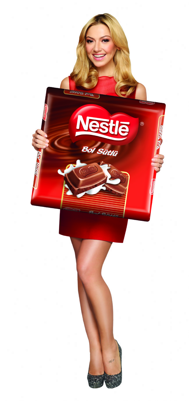 Hadise oynadığı Nestle reklamından 500 bin TL almıştır.
