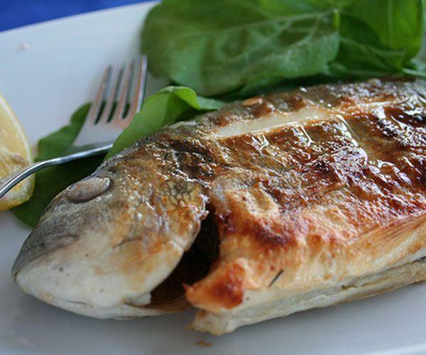 Balık ve deniz mahsulleri: Balık ve deniz mahsulleri sağlıklı bir vücut için en önemli gıdaların başında geliyor Çünkü bunlar kalp ve damarlar için son derece faydalı olan omega-3 gibi doymuş yağ asitleri açısından çok zengin.