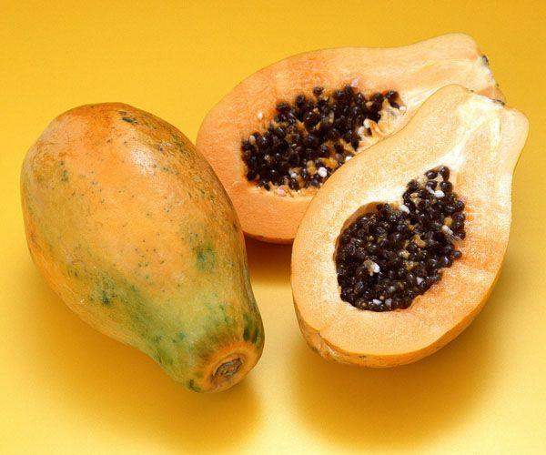 Papaya: İçerdiği protein ve yağ yakımını hızlandıran enzimler sayesinde sindirimi de kolaylaştırıyor. Yağ, protein ve karbonhidratı birbirinden ayırarak bunların vücut için en iyi şekilde kullanılmasına yardımcı oluyor. Metabolizmayı harekete geçirdiği için vücuttaki yağ oranının azalmasını hızlandırıyor!