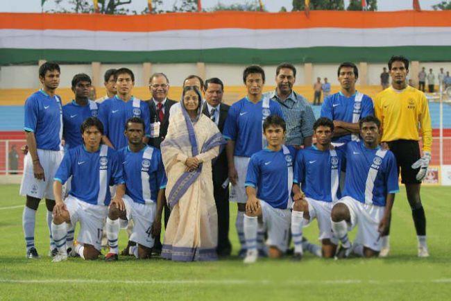 FİFA'dan yalın ayak maça çıkma izni alamayan Hindistanlı futbolcular, Dünya Kupası'na katılmaktan vazgeçeli tam 63 yıl oldu.