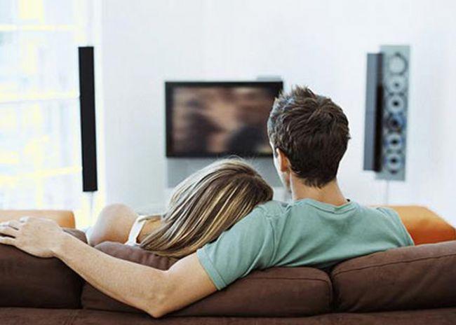 """Kocamı öptükten sonra """"Seni çok seviyorum aşkım ya! dedim. """"Dur sevgilim şimdi haberleri izliyorum. Sonra seversin."""" dedi. Ne anladıysa artık."""