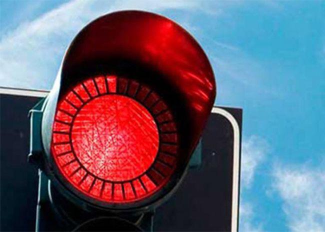 """Annemin, trafikte ışık gözetmeden hızla ilerleyen babam hakkındaki yorumu: """"Boğa burcu değil mi, kırmızıyı görünce dayanamıyor."""""""