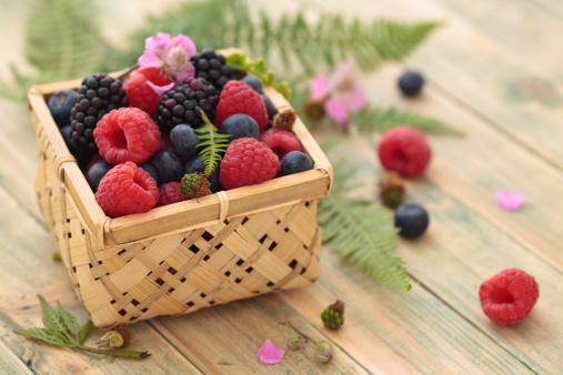 Böğürtlen: Meyveleri çok gelen aybaşı kanamalarını azaltır, müsil etkisi yapar, antiseptik özelliği vardır.